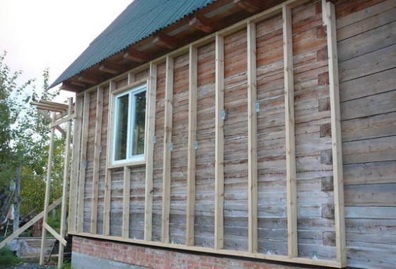 Как да изолирате дървена къща навън
