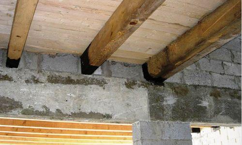 Поддържане на лъч върху тухлена стена с голяма и намалена дебелина