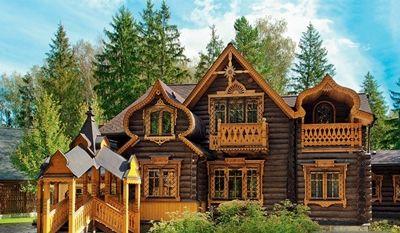Дървена сграда в руски стил